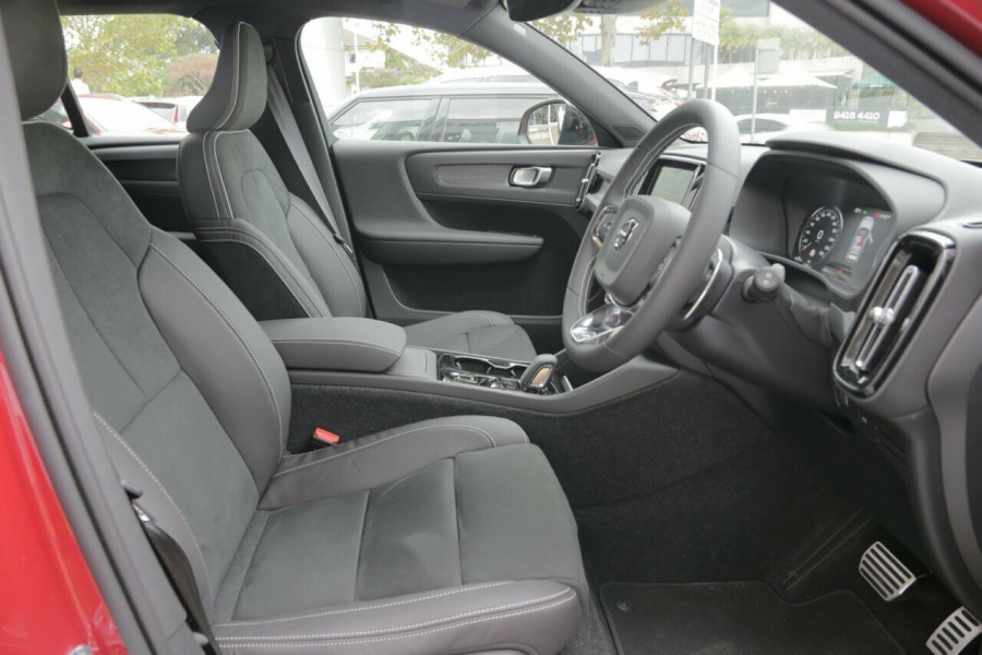 2019 Volvo XC40 T5 R-Design (AWD) Suv Mobile Image 8