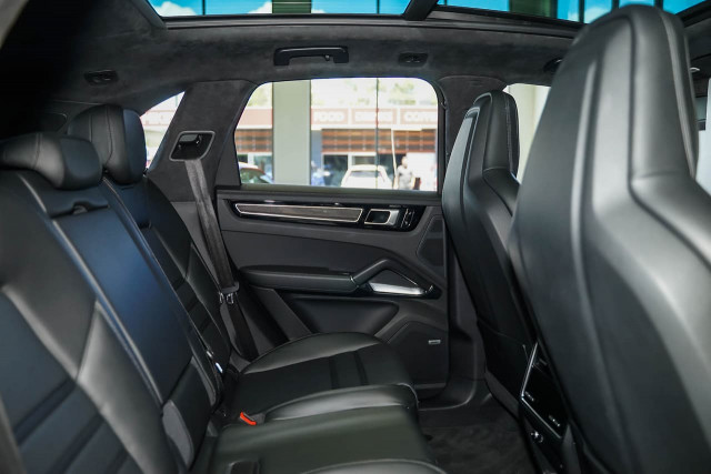 2018 Porsche Cayenne 9YA MY19 Turbo Suv Image 15