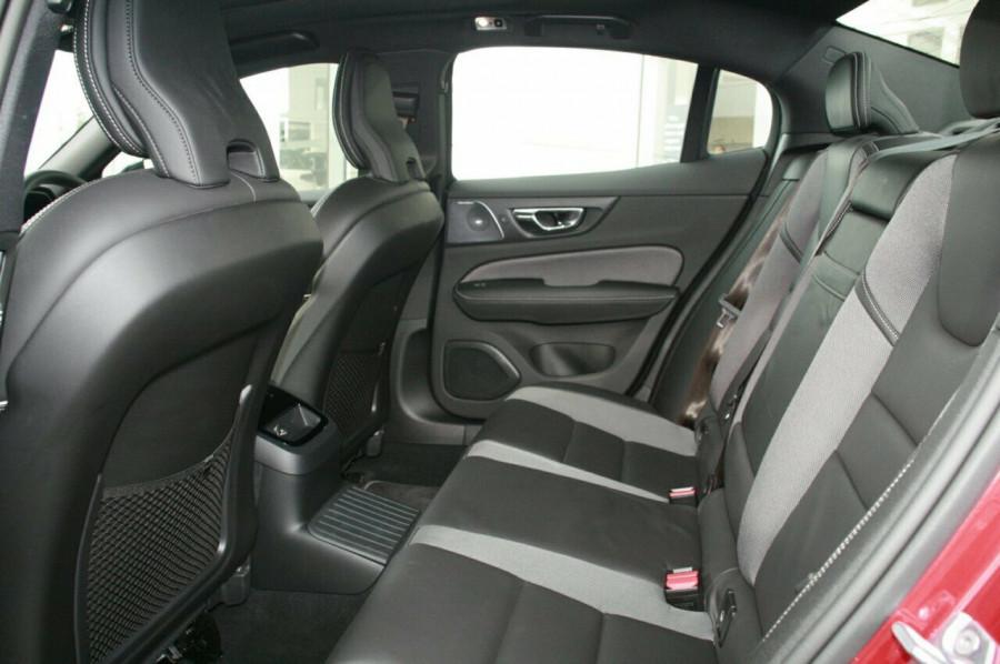2019 Volvo S60 T8 R-DESIGN Wagon Image 8
