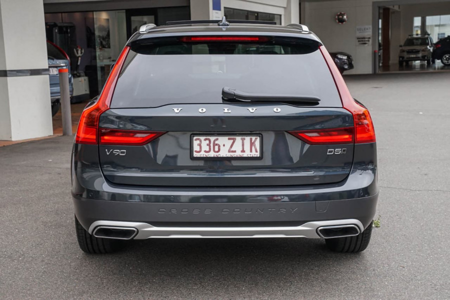 2019 Volvo V90 Cross Country P Series D5 Wagon Image 2