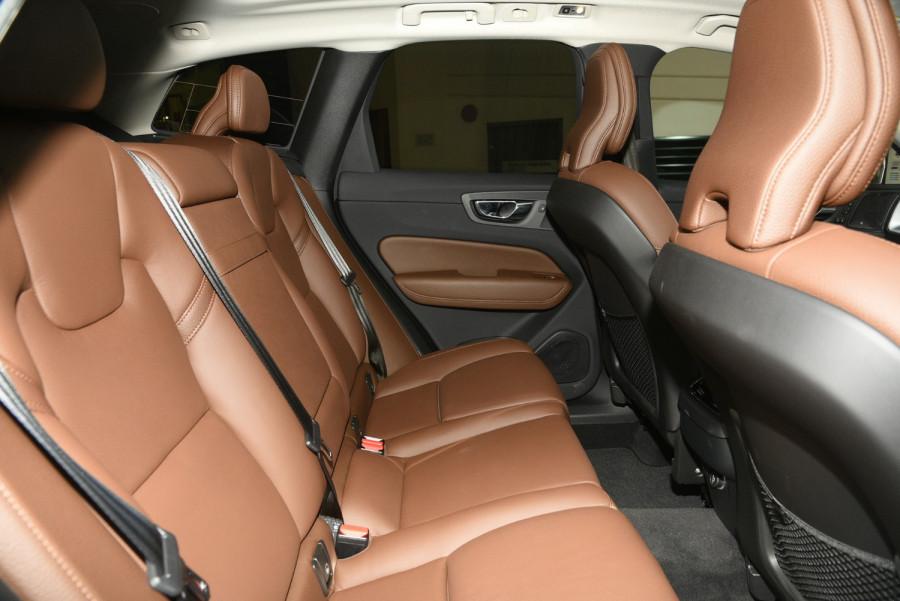 2020 Volvo XC60 UZ D4 Momentum Suv Image 17