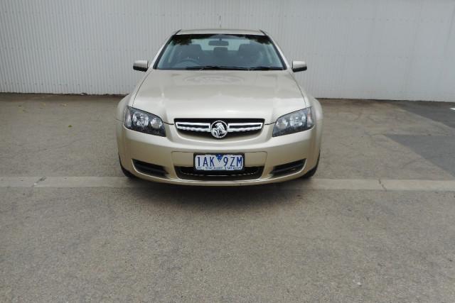 2007 Holden Commodore VE Lumina Sedan Image 2