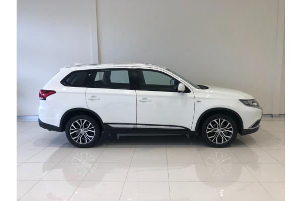 2017 Mitsubishi Outlander ZL ES Awd wagon Image 2