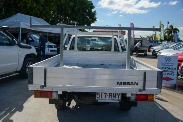 2010 Nissan Navara D22 MY2010 DX 4x2 Cab chassis