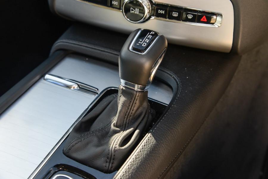 2017 MY18 Volvo XC90 L Series T6 Momentum Suv Mobile Image 14