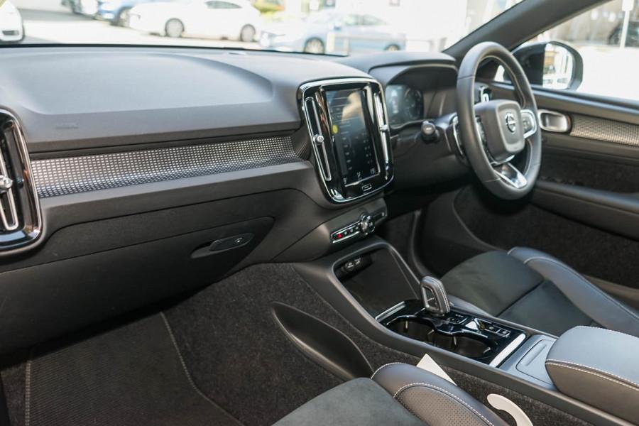 2019 Volvo XC40 XZ T5 R-Design Suv Mobile Image 6