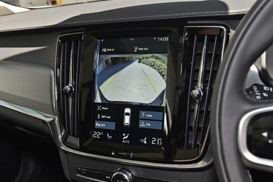 2019 Volvo V90 Cross Country D5 Wagon Mobile Image 16