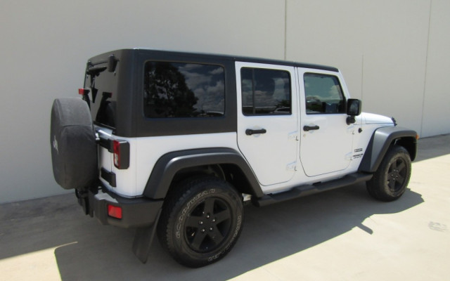 2011 MY10 Jeep Wrangler JK MY2010 UNLIMITED Softtop Image 3
