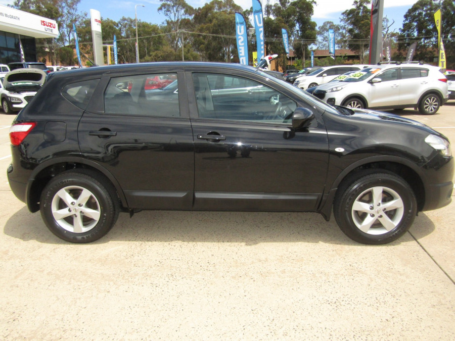 2011 MY10 Nissan DUALIS Hatchback Image 2