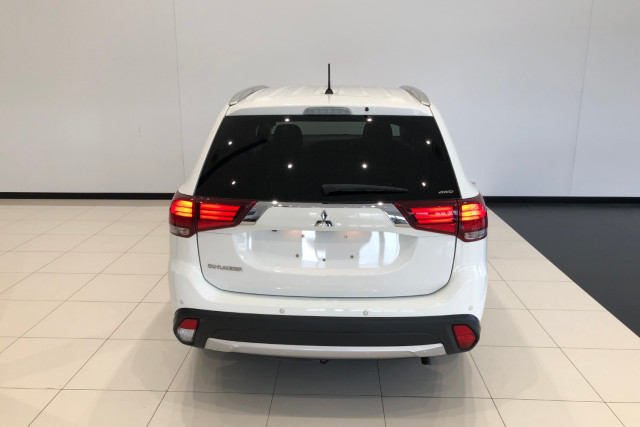 2016 Mitsubishi Outlander ZK LS 4wd wagon Image 5