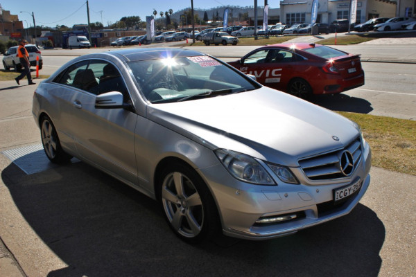 2011 MY12 Mercedes-Benz E-class C207  E350 BlueEFFICIENCY E350 BlueEFFICIENCY - Elegance Coupe Image 4