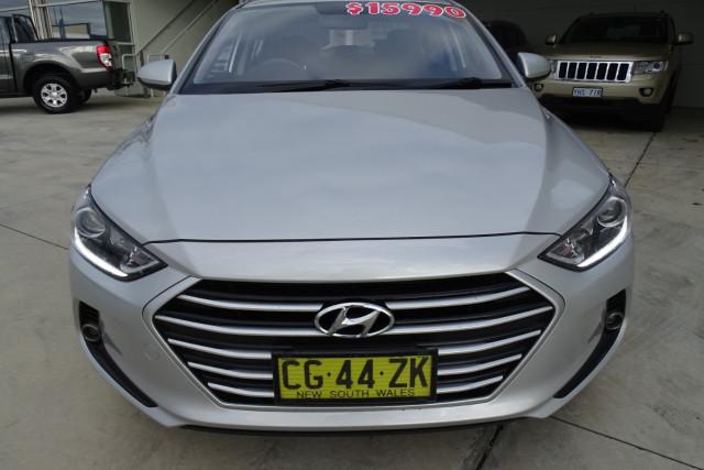 2016 Hyundai Elantra Active 2 of 27
