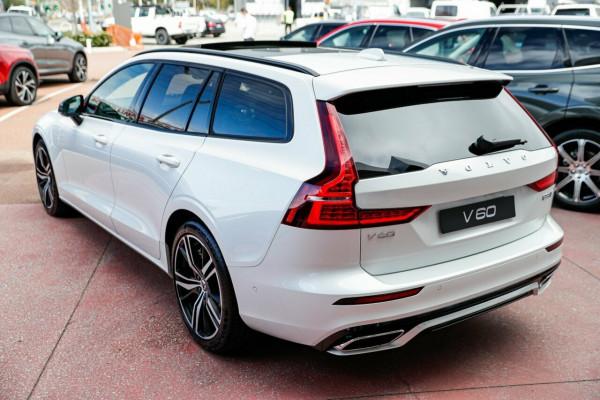 2020 Volvo V60 F-Series T8 R-Design Wagon Image 5