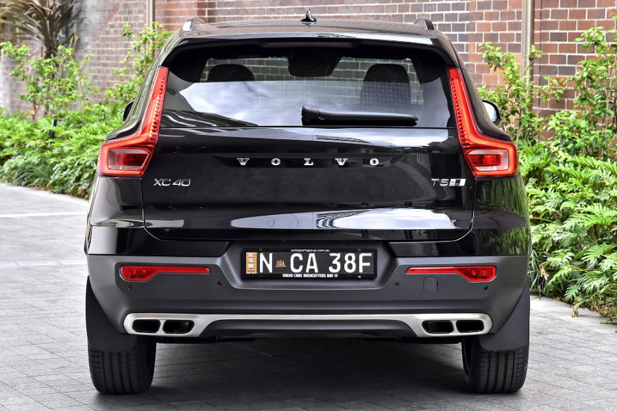 2020 Volvo XC40 XZ T5 R-Design Suv Mobile Image 7