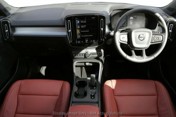 2020 Volvo XC40 XZ T4 Momentum Suv Image 4