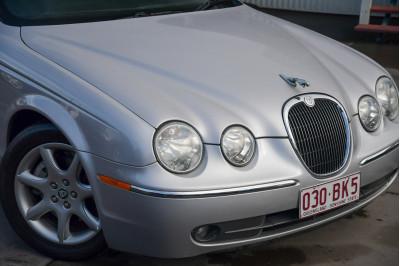 2004 Jaguar S-type X202 SE Sedan Image 3