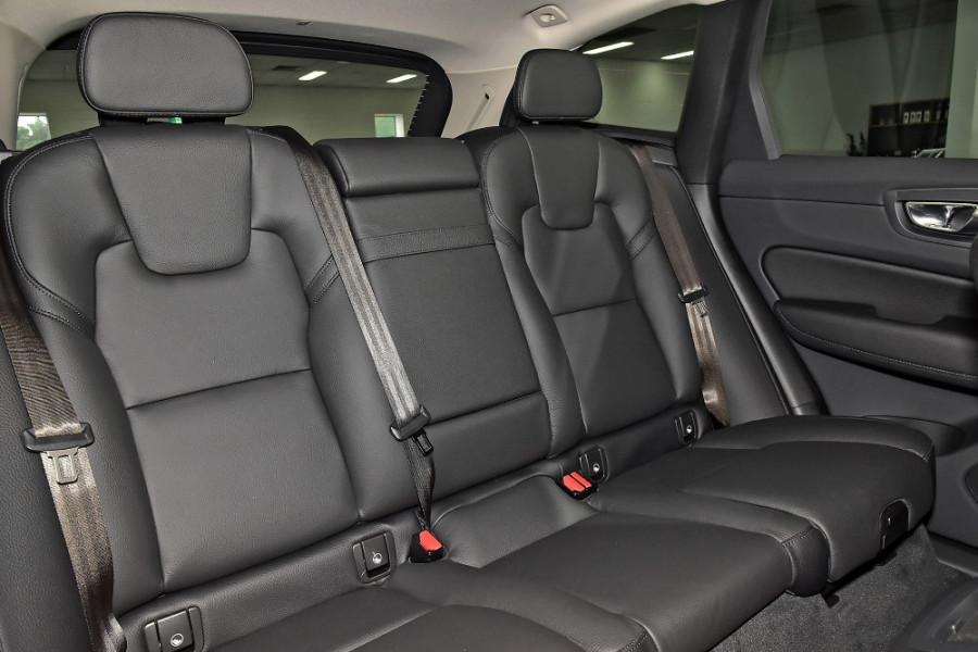 2020 Volvo XC60 UZ D4 Momentum Suv Mobile Image 8