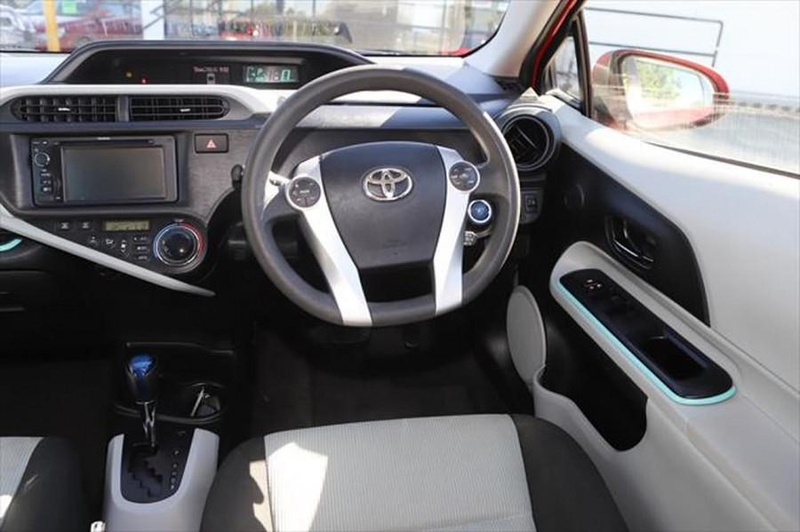 2013 Toyota Prius ZVW30R MY12 Liftback Image 11