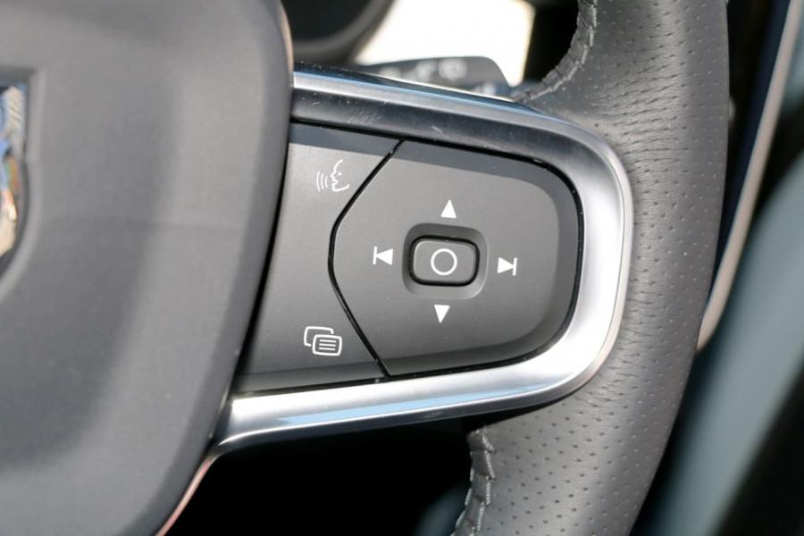2019 Volvo XC40 XZ T4 Momentum Suv Mobile Image 16