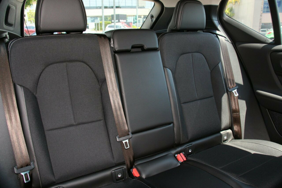 2019 Volvo XC40 XZ T4 Momentum Suv Mobile Image 9