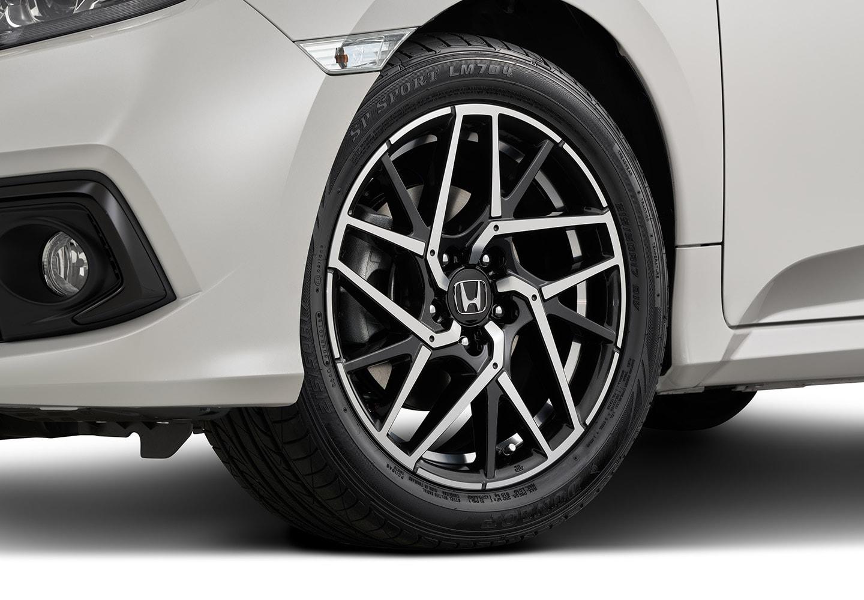 "<img src=""17-inch Alloy Wheels Silver Stripe"
