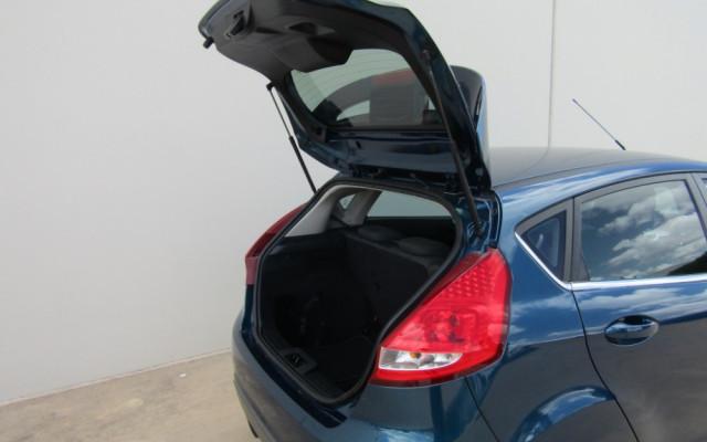 2011 Ford Fiesta WT LX Sedan Image 5