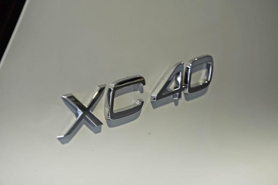 2019 Volvo XC40 T5 R-Design Suv Mobile Image 20