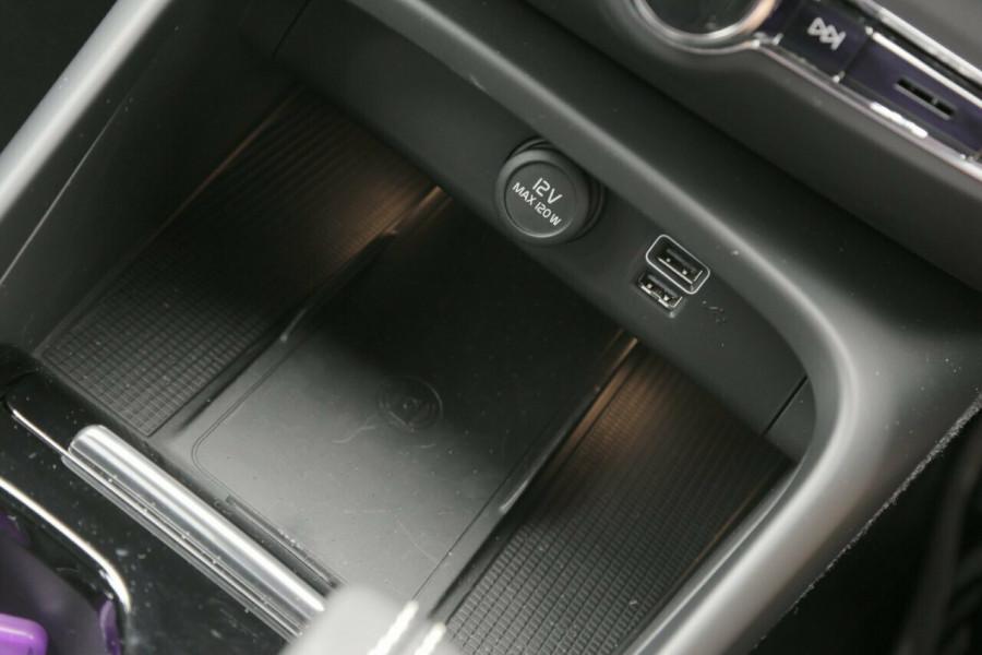 2019 Volvo XC40 T5 R-Design (AWD) Suv Mobile Image 15