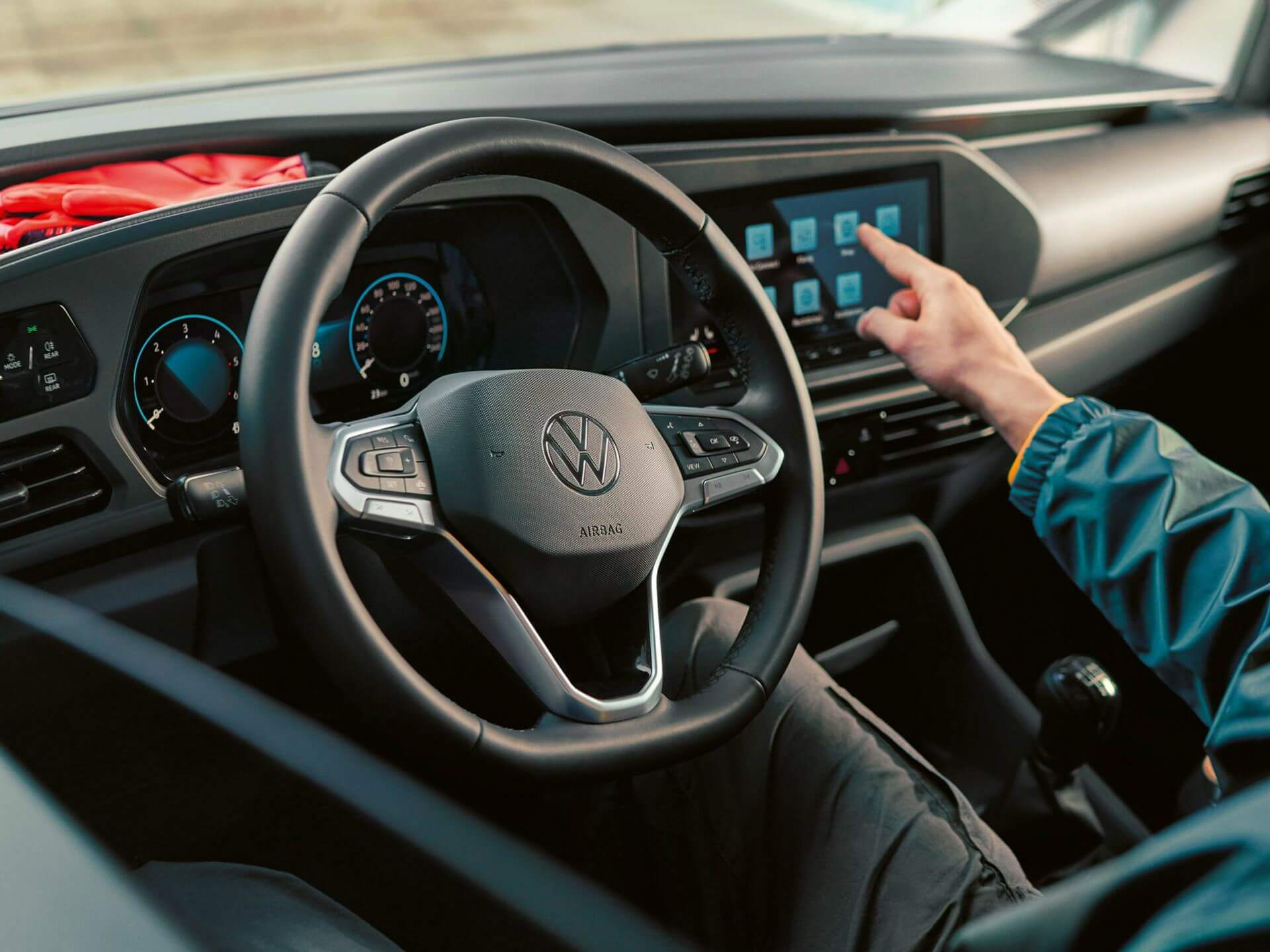 Connect anywhere Infotainment Image