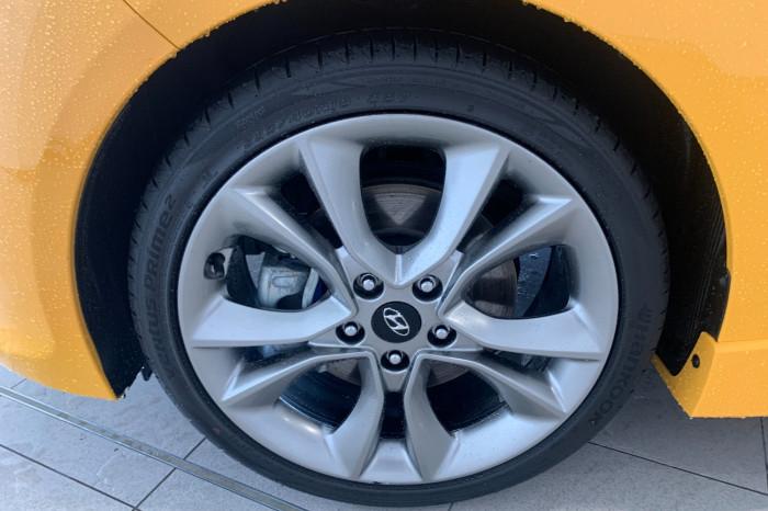 2015 Hyundai Veloster FS4 Series II SR Hatchback Image 4