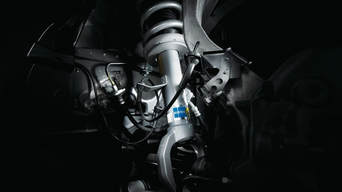 NISMO-tuned suspension Image