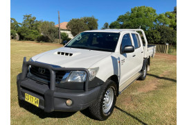 2015 MY14 Toyota HiLux KUN26R Turbo SR Cab chassis Image 3