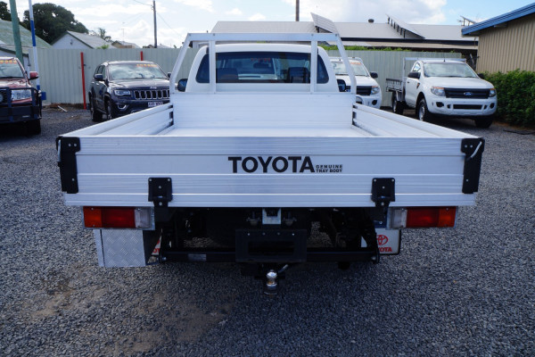 2014 Toyota HiLux KU Workmate Cab chassis Image 5