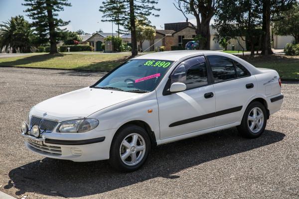 2000 Nissan Pulsar N16 LX Sedan Image 4