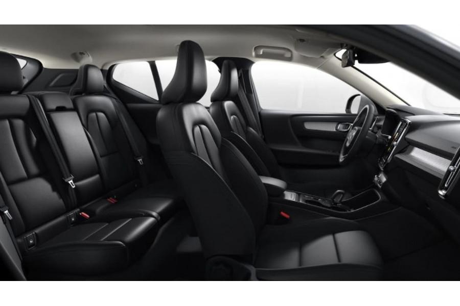 2021 MY22 Volvo XC40 T4 Momentum Suv