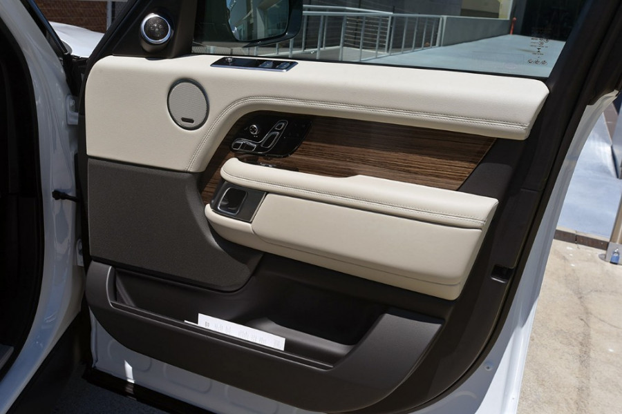 2018 MY19 Land Rover Range Rover L405 Vogue Suv Mobile Image 15