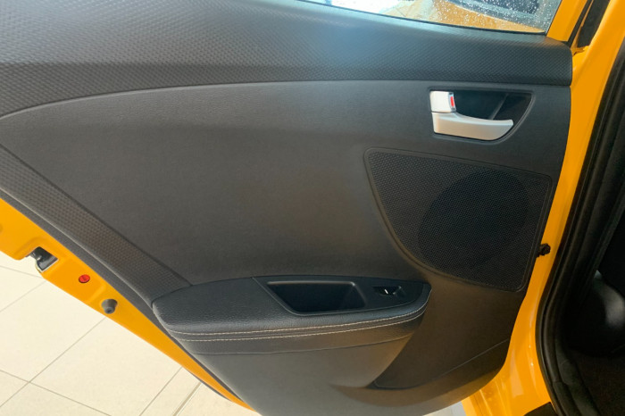 2015 Hyundai Veloster FS4 Series II SR Hatchback Image 15