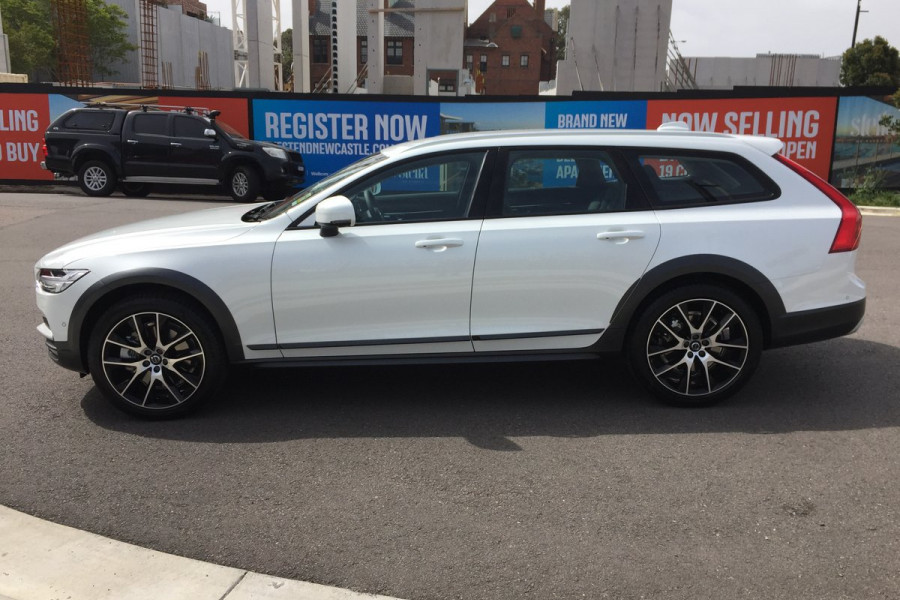 2019 Volvo V90 Cross Country MY20 4X4 On Demand D5 Hatchback Mobile Image 5