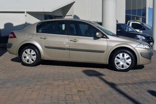 2006 Renault Megane II L84 Expression Sedan Image 4