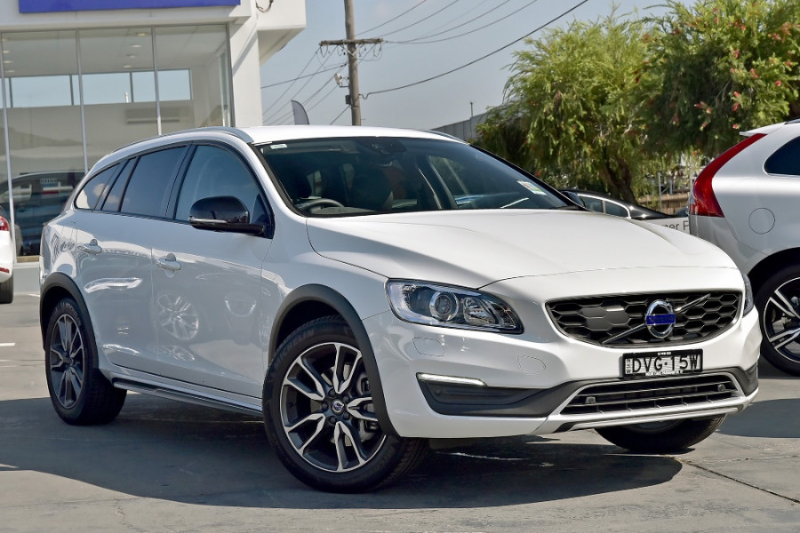 2017 Volvo V60 Cross Country D4 Luxury Wagon Mobile Image 1