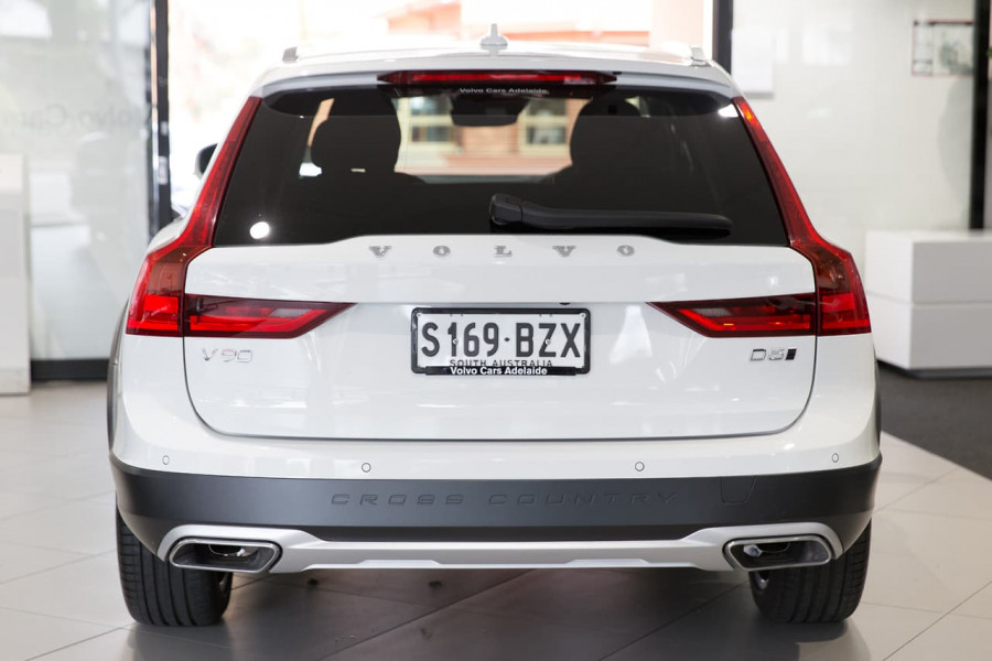 2020 Volvo V90 Cross Country P Series D5 Wagon Image 9