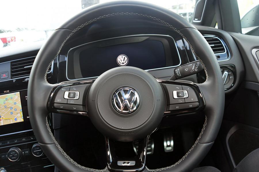 2018 Volkswagen Golf Wagon 7.5 R Wagon Mobile Image 10