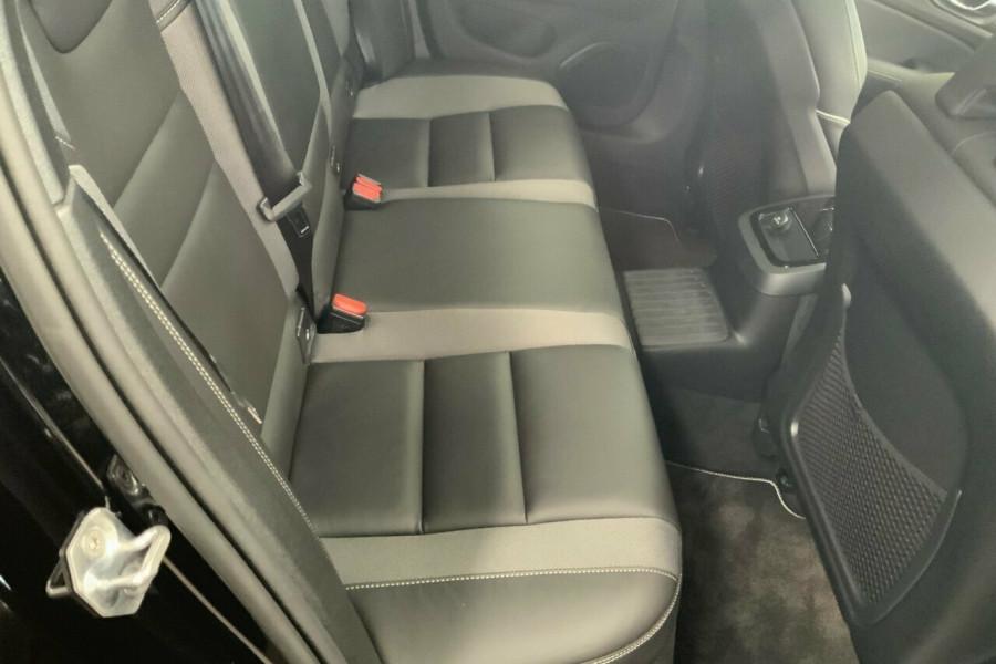 2019 MY20 Volvo V60 225 MY20 T8 PHEV R-Design (Hybrid) Wagon Image 23