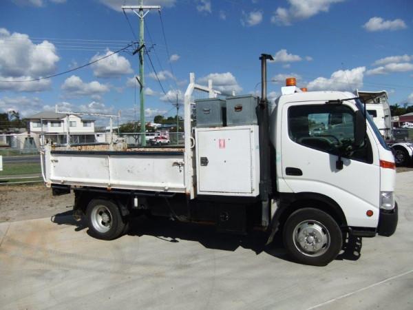 2002 Hino trucks 300