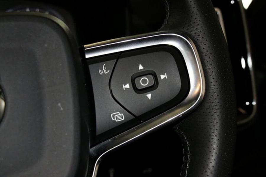 2018 MY19 Volvo XC40 XZ T4 Momentum Suv Mobile Image 17