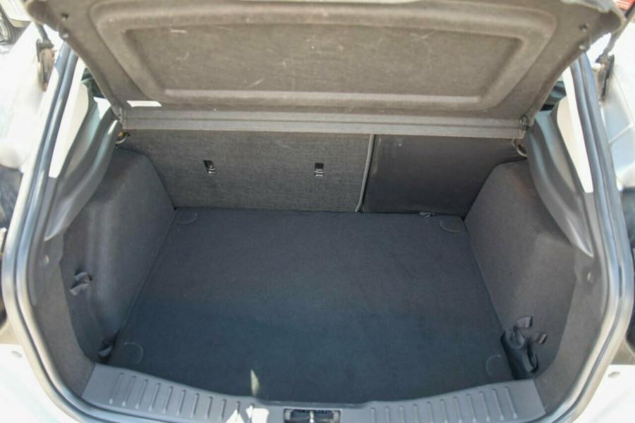 2012 Ford Focus LW Trend PwrShift Hatchback Image 5