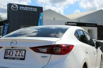 2018 Mazda 3 BN5238 SP25 SKYACTIV-Drive Sedan Image 5