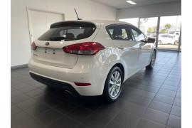 2015 Kia Cerato YD  S Premium Hatchback Image 5
