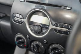 2009 Mazda 2 DE Series 1 Neo Hatchback Image 5