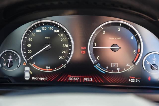 2012 BMW 5 Series F10 MY12 520d Sedan Image 17